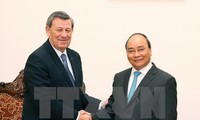 Premierminister Nguyen Xuan Phuc trifft Uruguays Außenminister in Hanoi