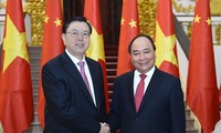 Premierminister Nguyen Xuan Phuc empfängt Spitzenpolitiker Chinas