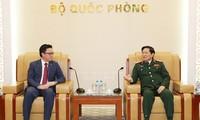 Verteidigungsminister Ngo Xuan Lich empfängt den kambodschanischen Botschafter