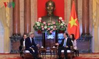 Staatspräsident Tran Dai Quang empfängt ehemaligen US-Außenminister John Kerry