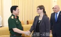 General Ngo Xuan Lich empfängt Israels Botschafterin in Vietnam