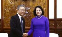 Vize-Staatspräsidentin Dang Thi Ngoc Thinh empfängt Exekutivdirektor des AIA-Konzerns