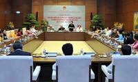 Premierminister und Parlamentsprädentin treffen Abgeordnete, die Lehrer sind