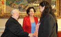 Phó Chủ tịch Quốc Hội Tòng Thị Phóng thăm Thượng viện Pháp