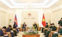 Bộ trưởng Bộ Quốc phòng Ngô Xuân Lịch tiếp Đại sứ Vương quốc Campuchia
