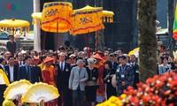 Nhà vua Nhật Bản Akihito và Hoàng hậu thăm Đại nội Huế