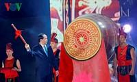 Chủ tịch nước Trần Đại Quang đánh trống khai hội Du lịch Cửa Lò năm 2017