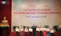 Chủ tịch nước dự lễ trao tặng Giải thưởng Hồ Chí Minh và Giải thưởng Nhà nước về văn học nghệ thuật