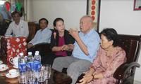 Chủ tịch Quốc hội Nguyễn Thị Kim Ngân thăm, tặng quà các đối tượng chính sách tỉnh Quảng Nam