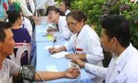 Hội thầy thuốc Campuchia gốc Việt khám bệnh cho người nghèo