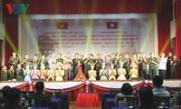 Biểu diễn nghệ thuật chào mừng năm đoàn kết hữu nghị Việt Nam-Lào
