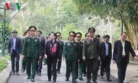 Chủ tịch Quốc hội dâng hương và trồng cây tại Khu di tích K9