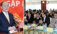 Parlamentspräsident Nguyen Sinh Hung trifft Investoren in Nghe An
