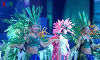 Bunter Karneval in der Ha Long-Bucht