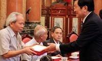 Staatspräsident Truong Tan Sang trifft Personenschützer von Ho Chi Minh