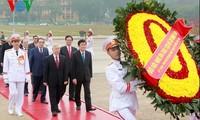 Spitzenpolitiker besuchen Ho Chi Minh-Mausoleum