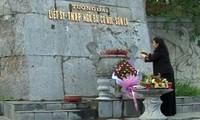 Vize-Parlamentspräsidentin Tong Thi Phong besucht Denkmal der gefallenen Milizen in Son La
