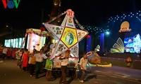 Der riesige Laternenumzug zum Mondfest in der Provinz Tuyen Quang