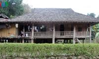 Die Einzigartigkeit von Pfahlhäusern der Volksgruppe Muong Bi in Hoa Binh