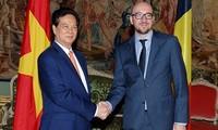 Gespräch des Premierministers Nguyen Tan Dung mit seinem belgischen Amtskollegen Charles Michel