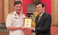Staatspräsident Truong Tan Sang trifft vorbildliche Vertreter der Marine