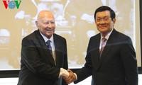 Staatspräsident Truong Tan Sang beim Besuch in Tschechien