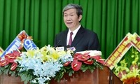 Politbüromitglied Dinh The Huynh nimmt an der Sitzung der Parteileitung in Vinh Long teil