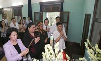 Gebet: Parlamentspräsidentin Nguyen Thi Kim Ngan gedenkt Präsident Ho Chi Minh