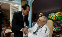 Staatspräsident Tran Dai Quang besucht den kubanischen Revolutionsführer Fidel Castro