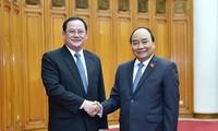 Premierminister Nguyen Xuan Phuc empfängt den laotischen Vize-Premierminister Sonsay Siphandone