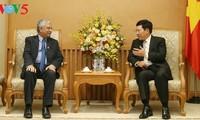 Vizepremierminister Pham Binh Minh empfängt den UNDP-Koordinator in Vietnam Kamal Malhotra