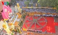 Der Vorsitzende der Vaterländischen Front beglücktwünscht zum buddhistischen Vesak-Fest