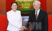 KPV-Generalsekretär Nguyen Phu Trong empfängt die laotische Parlamentspräsidentin Pany Yathotou