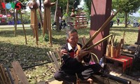 Diejenigen, die Musikinstrumente der ethnischen Minderheiten bewahren