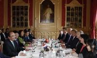 Premierminister Nguyen Xuan Phuc trifft Vertreter des niederländischen Parlaments