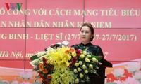 Parlamentspräsidentin Nguyen Thi Kim Ngan nimmt an Konferenz für Menschen mit Verdiensten teil