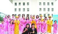 Das vietnamesische Chor integriert sich in die Weltmusik
