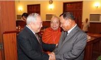 Kambodscha bedankt sich immer für die Hilfe der vietnamesischen Experten und Soldaten