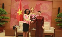 Parlamentspräsidentin Nguyen Thi Kim Ngan empfängt die mosambikanischen Generalstaatsanwältin