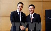 Der Leiter der Aufklärungsabteilung empfängt die Delegation der Liberaldemokratische Partei Japans