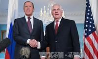 Außenminister aus den USA und Russland debattieren Maßnahmen für Unruhen-Herde der Welt
