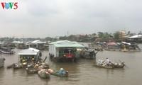 Der schwimmende Markt Cai Rang vor dem Neujahrsfest Tet