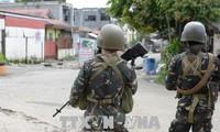Tentara Filipina  berbaku tembak dengan sisa-sisa pasukan IS