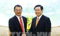 Vuong Dinh Hue salue la décisition de Kirin d'augmenter ses investissements au Vietnam
