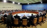 รัฐมนตรีกระทรวงกลาโหมนาโต้หารือเกี่ยวกับโครงการสมาร์ทดีเฟนส์และหน้าที่ของนาโต้ในอัฟกานีสถาน