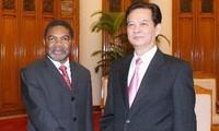 ผู้นำเวียดนามให้การต้อนรับท่าน อาลี โมฮัมเหม็ด เซน ประธานาธิบดีเขตกึ่งปกครองตนเอง แซนซิบาร์ ประเทศแทนซาเนีย