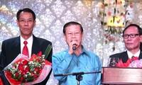 รองนายกรัฐมนตรีลาวร่วมเทศกาลตรุษเต๊ตปีมะเส็งกับชมรมชาวเวียดนามในแขวงคำม่วน