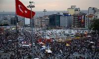 การชุมนุมประท้วงลุกลามไปทั่วประเทศตุรกี