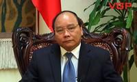 รองนายกรัฐมนตรีเวียดนาม เหงียนซวนฟุก ให้การต้อนรับรองนายกรัฐมนตรีลาว