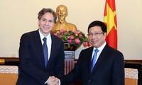 นาย แอนโทนี บลิงเคนรัฐมนตรีช่วยว่าการกระทรวงการต่างประเทศสหรัฐคนที่ 1 เยือนเวียดนาม